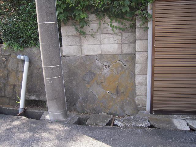 危険な擁壁