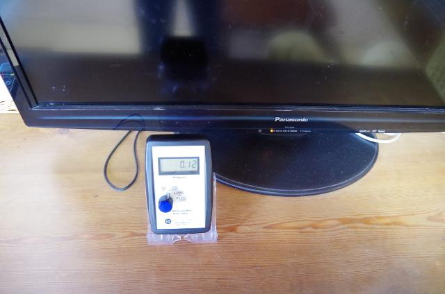 スイッチを入れる前のテレビ前の磁場