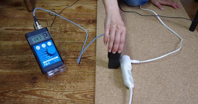 電源が来ている延長コード横の電場