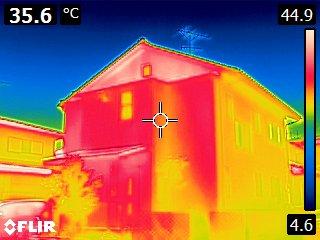 建物外観をサーモグラフィで撮った画像