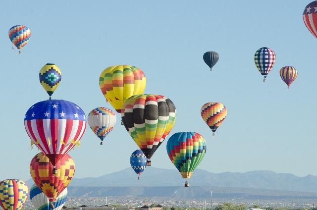 高いイメージ写真(気球)