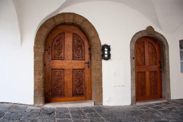 2枚のドア