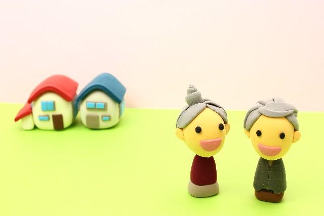老夫婦と家のイメージ(贈与)