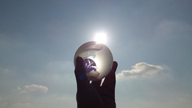 ガラス越しの日射