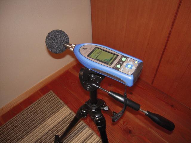 低周波音測定器