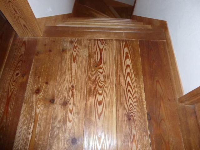 床はカラマツ