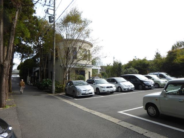 貝殻亭と駐車場