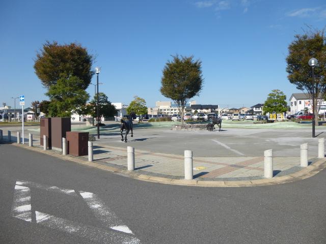 駅前に有料の駐車場が多い