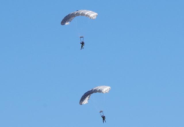 パラグライダー風のパラシュート