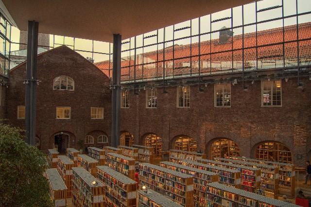 大空間の図書館