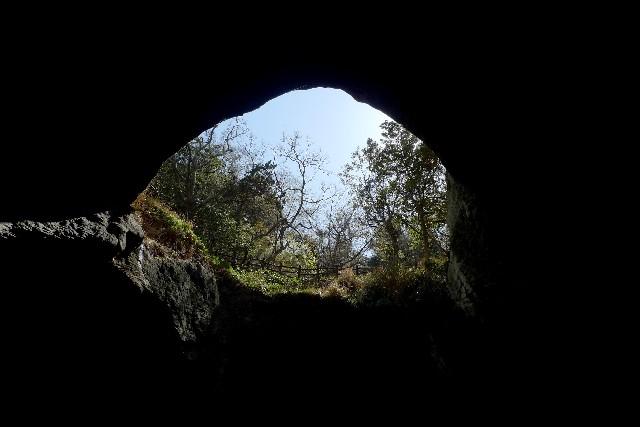穴のイメージ
