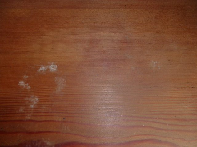 湿ったテーブルの天板