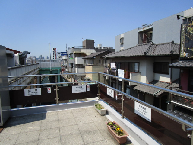 新検見川駅北口を出たところ